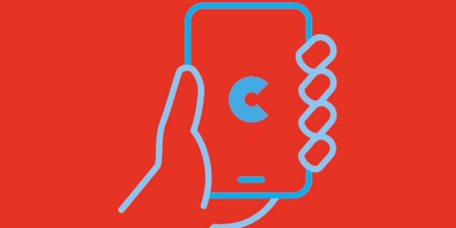 Hand hält Handy mit C auf dem Display