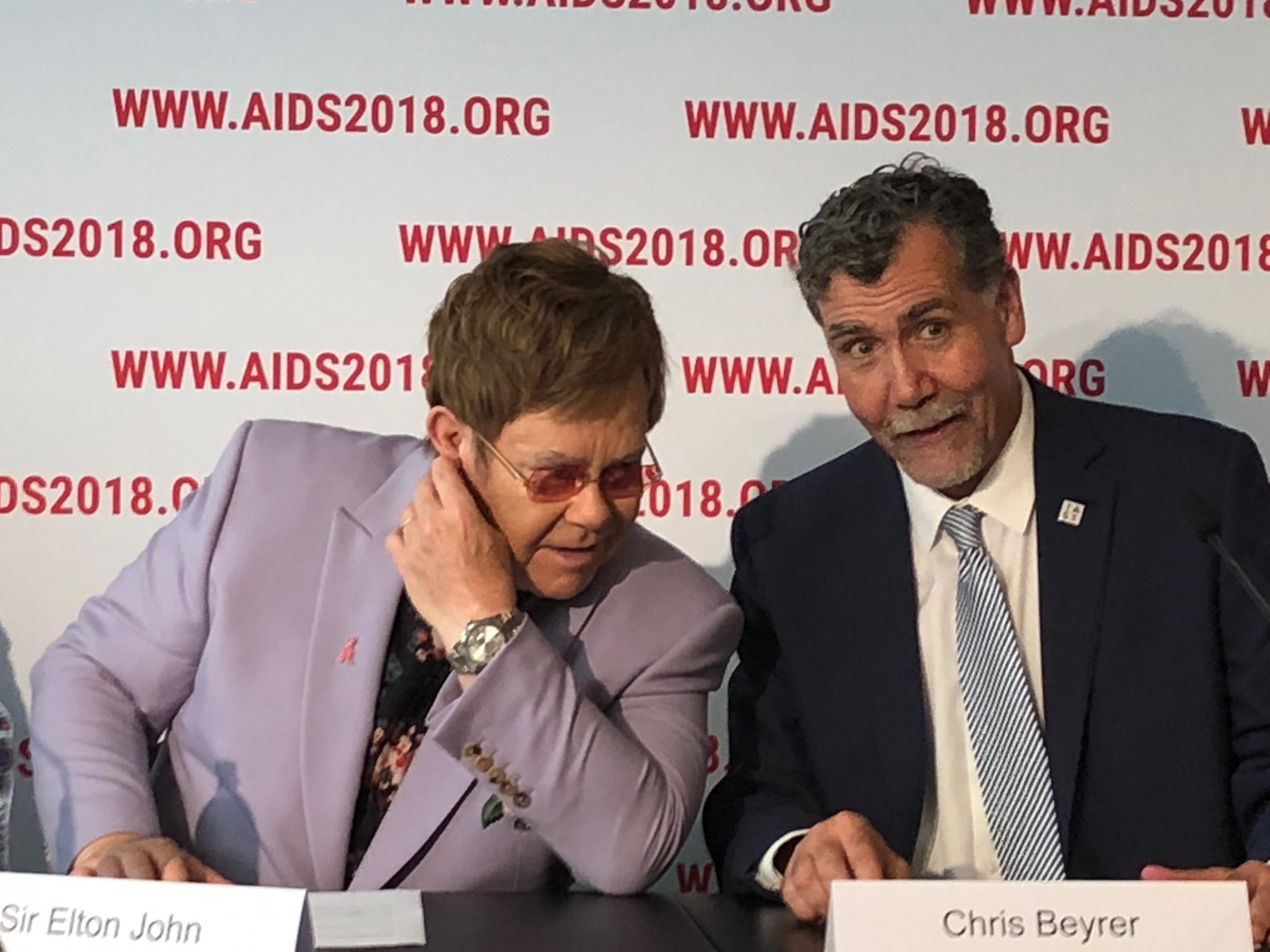 Sir Elton John und HIV-Forscher Chris Beyrer
