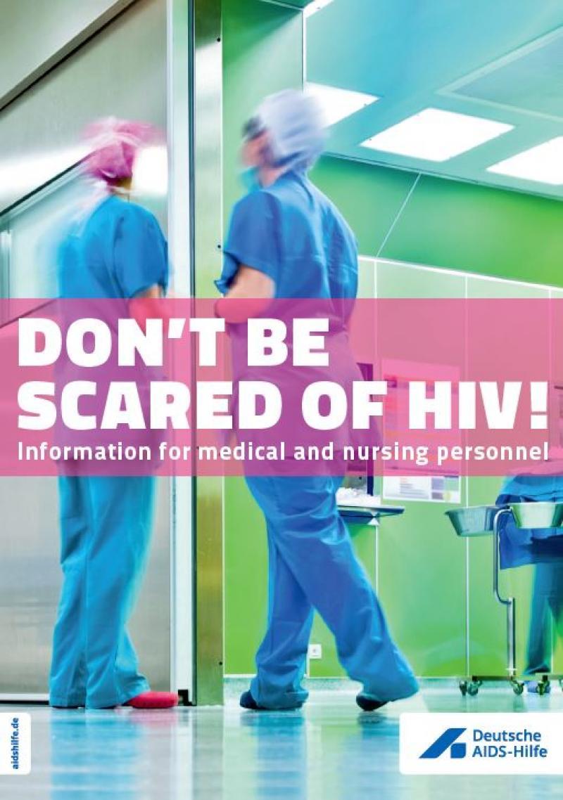 """Krankenpfelegerinnen auf KRankenhausflur. Titel """"Don't be scared of HIV"""" (Übersertzung: Keine Angst vor HIV, englischsprachige Ausgabe)"""