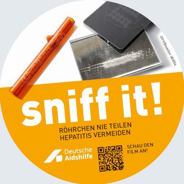 """Konsumutensilien zum sniffen. Titel """"Sniff it! Röhrchen teilen. Hepatitis vermeiden"""". QR Code zum Video auf youtube."""