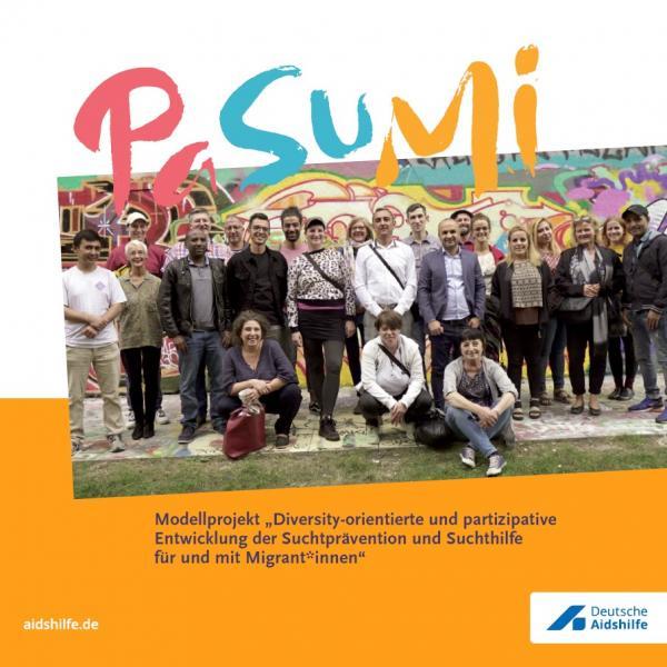 """Foto von Teilnehmer_innen des Modellproejektes PaSuMi. Titel """"PaSuMi Handbuch"""""""