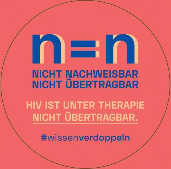"""Roter Hintergrund. Titel """"n=n - Nicht Nachweiswar - nicht übertragbar"""". HIV ist unter Therapie nicht übertragbar. #wissenverdoppeln."""