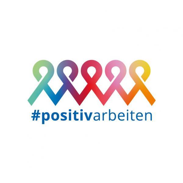 Mehrer Aidsschleifen nebeneinader in Regenbogenfarben. Darunter der Hashtag #positivarbeiten.