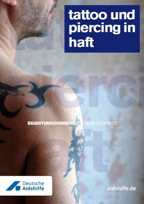 """Foto eines Mannes mit Tattoos. Titel """"tattoo und piercing in haft"""""""