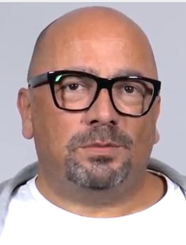 Porträtaufnahme eines Mannes mit Brille