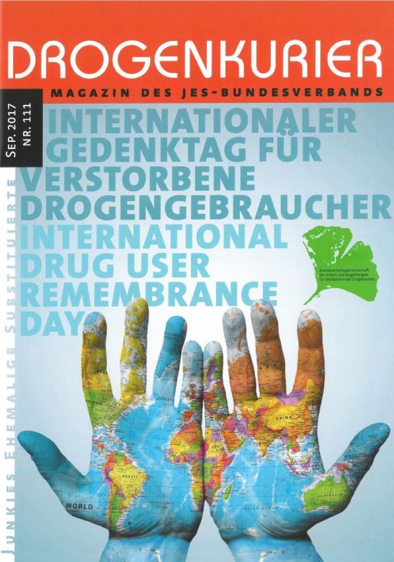 """Titelblatt Drogenkurier Nr. 111, zwei Hände mit Weltkarte. Untertitel """"Internationaler Gedenktag für verstorbene Drogengebraucher"""""""