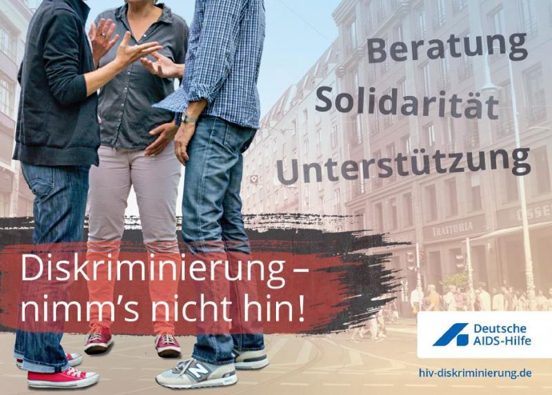 """Drei Personen die Diskutieren, Köpfe sind nicht zu sehen. Titel """"Diskriminierung - nimms nicht hin! Beratung - Solidarität - Unterstützung"""""""