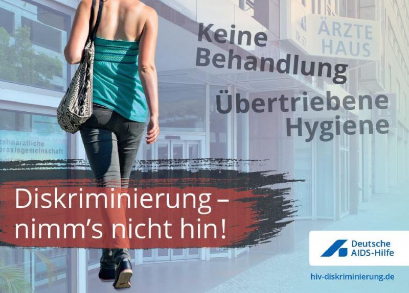 """Junge Frau von hinten grotografiert, Kopf nicht auf Motiv, Titel: """"Diskriminierung - nimms nicht hin! Keine Behandlung - Übertriebene Hygiene"""""""