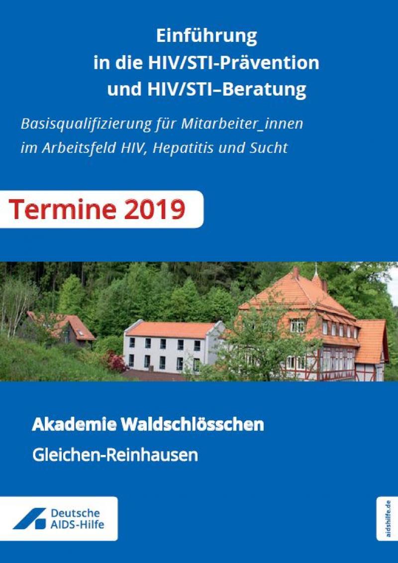 Titel der BRoschüre auf blauem Hintergrund mit Foto der Akademie Waldschlösschne. Titel: Einführung in die HIV/STI-Prävention und HIV/STI–Beratung - Programmheft 2019