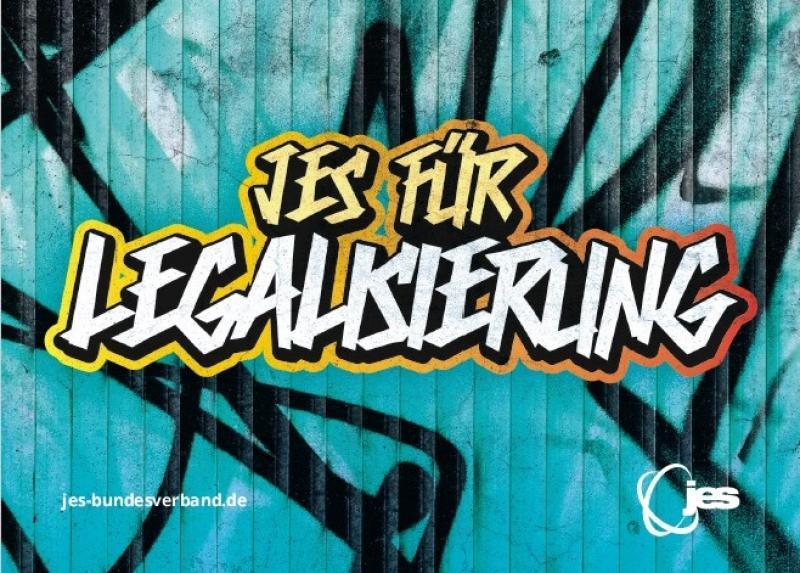 """Graffiti mit dem Text """"JES für Legalisierung"""" über einem anderen Graffiti gespüht"""