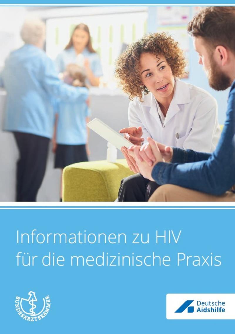 """Foto einer Ärztin mit einem Patienten in einem Warteraum. Titel """"Informationen zu HIV für die medizinische Praxis"""""""