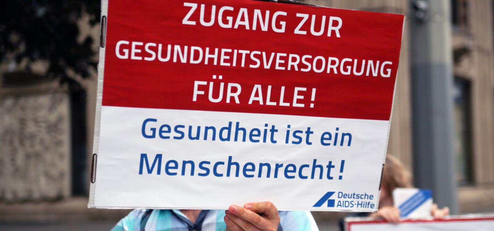Plakat mit Aufschrift Gesundheit ist ein Menschenrecht