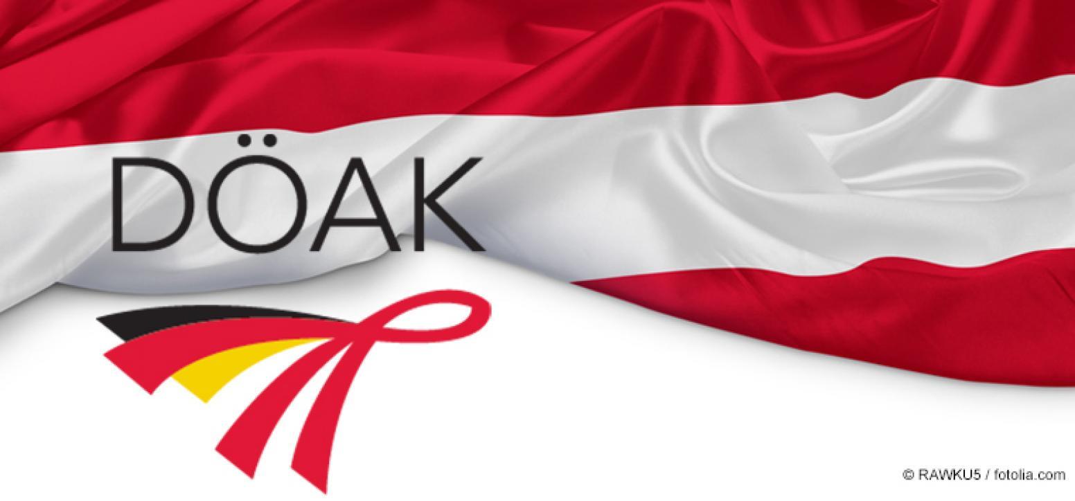 Österreichische Flagge (zwei rote Balken übereinander, in der Mitte ein weißer Balken), die etwas zusammengeschoben wurde; dazu der Schriftzug DÖAK