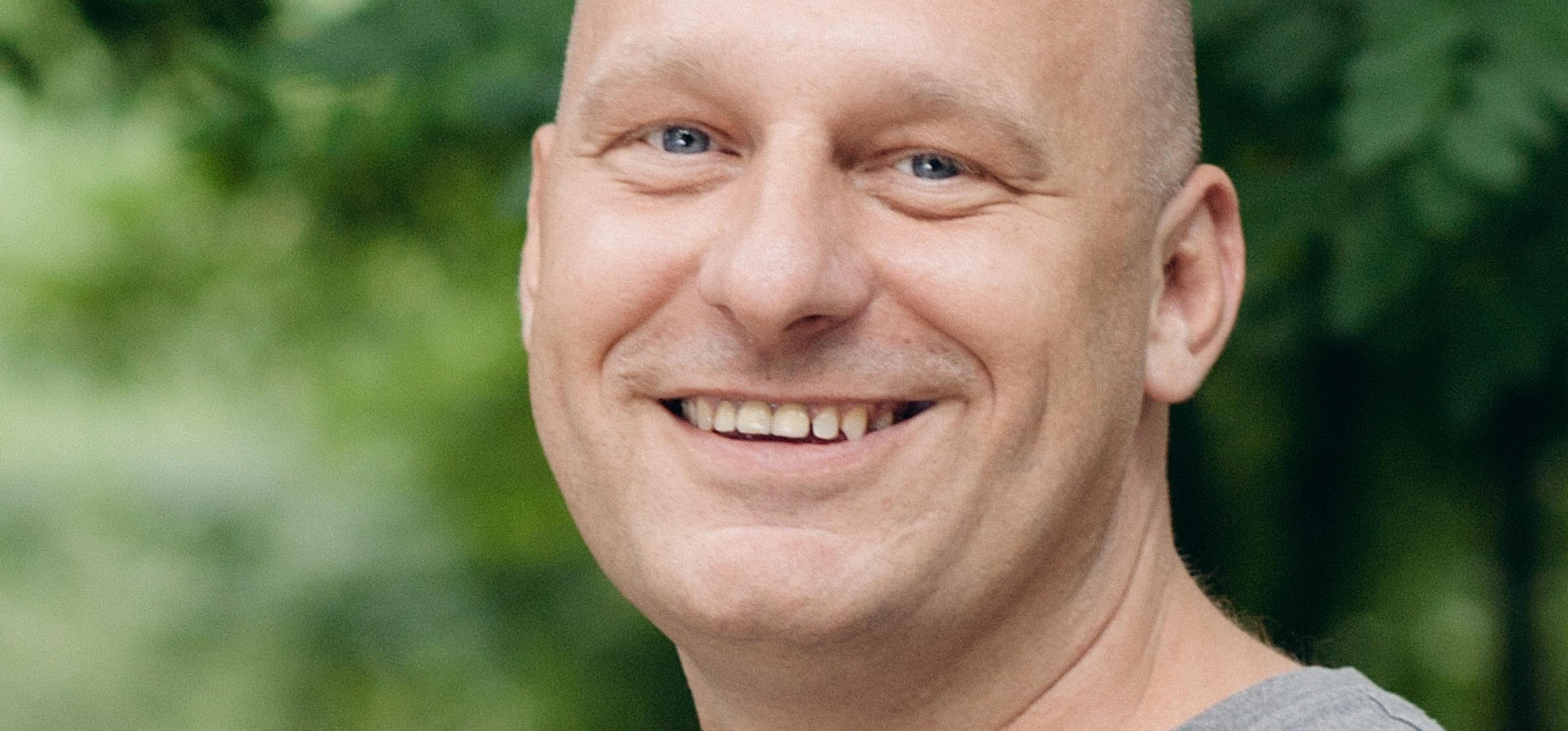 Porträt von Christian, der in der Kampagne seine Geschichte erzählt
