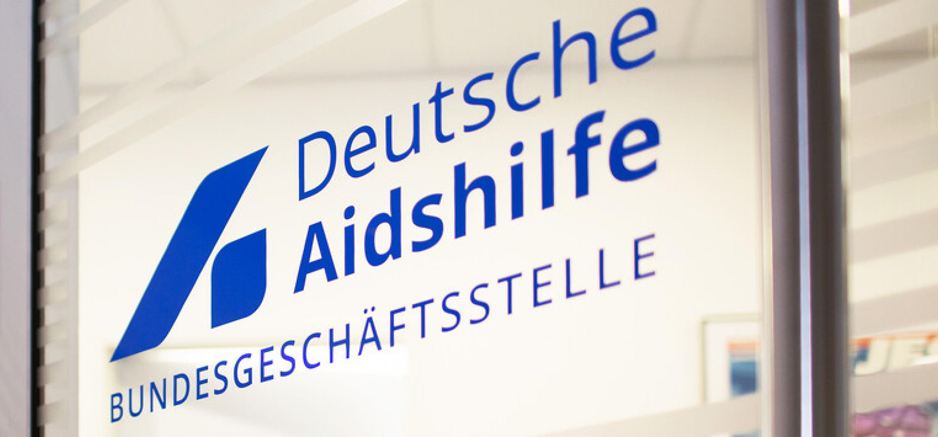 Eingangstür zur Bundesgeschäftsstelle der Deutschen Aidshilfe