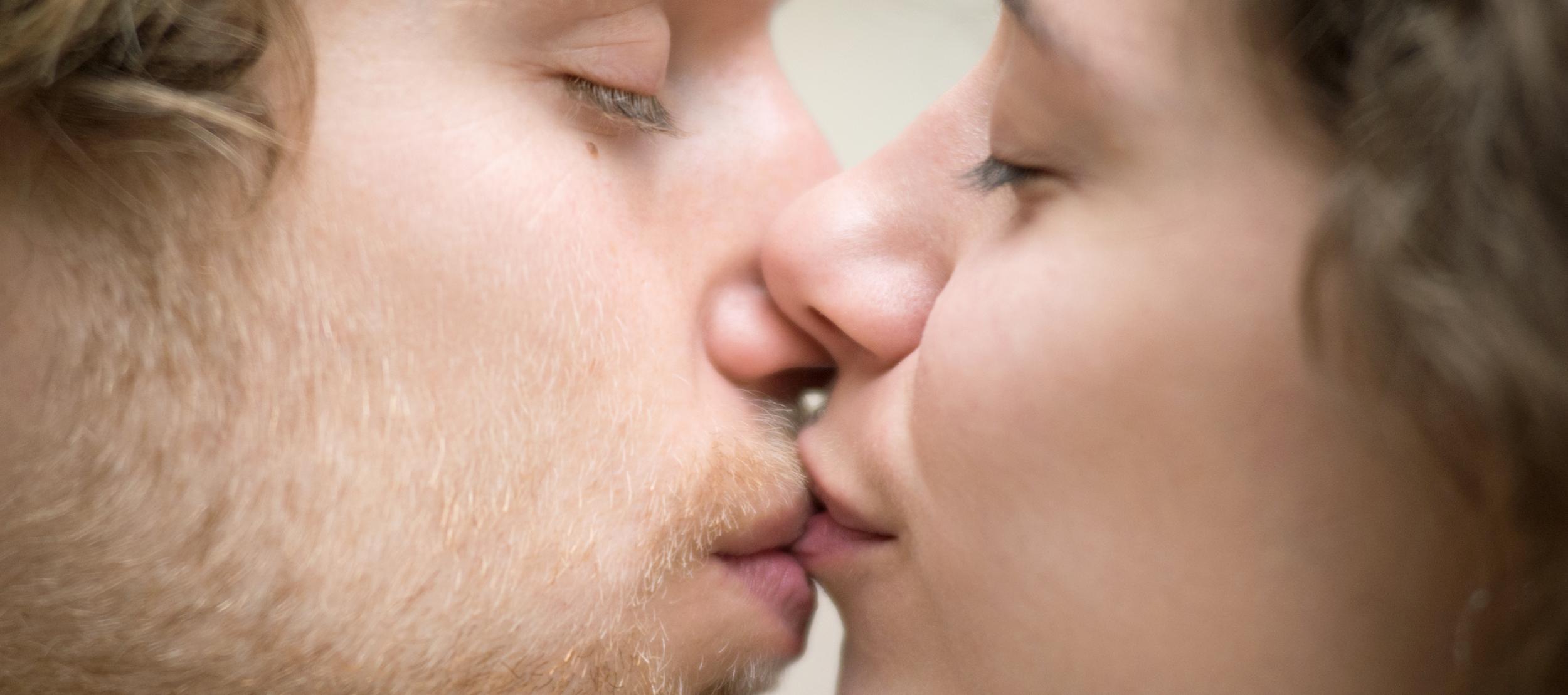 HIV-tünetek a péniszen a férfinak kicsi és vékony pénisze van